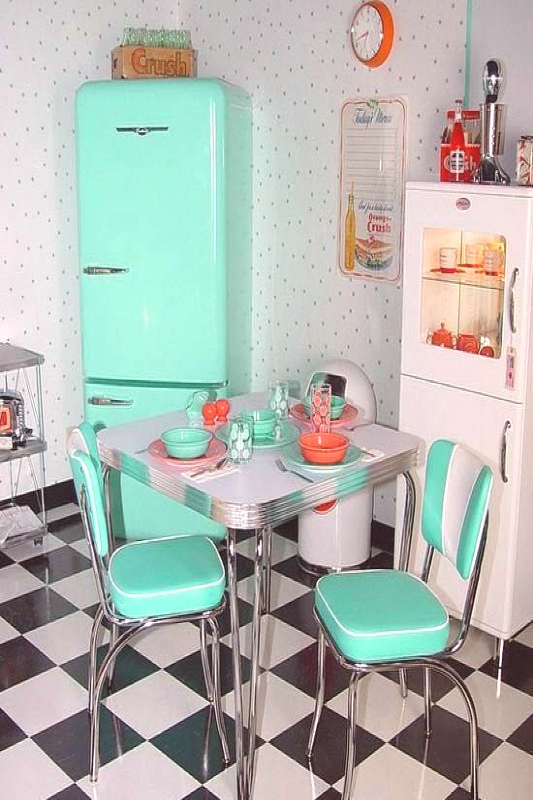 1950s Kitchen Dinette Home Makeover Monday Retro Style Makeover Project Retro Style Home Decor Desi