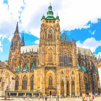 Going to Prague? Use this guide to make sure you don't miss any of the BEST things to do in Prague