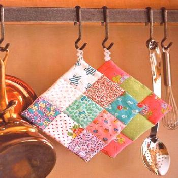 How to make a 9-patch potholder and win a copy of Sew Retro along with a bunch of fabric! -  How to