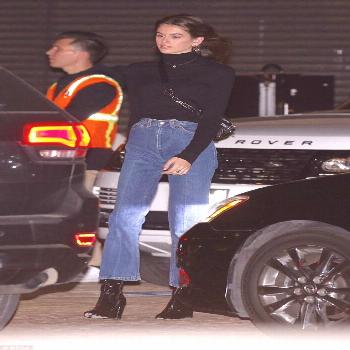Kaia Gerber rocks a retro black rollneck for family meal#black