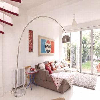 White retro house with red accents - how do you find this unique inter     White retro house with r