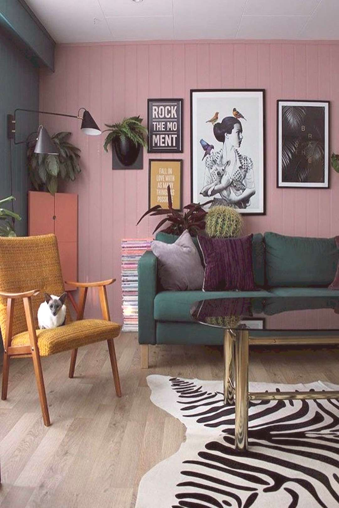 45+Arresting Retro Living Room Decorating Ideas on A Budget -