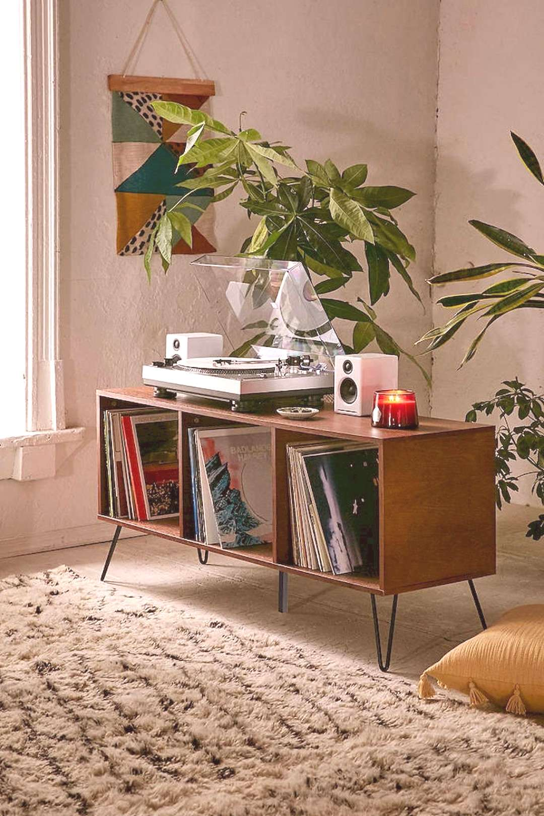 Arresting Retro Living Room Decorating Ideas on A Budget