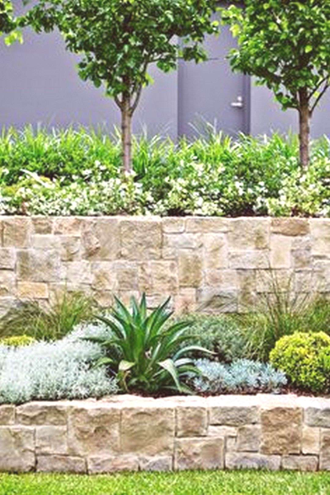 Beautiful Front Yard Retaining Wall to Maximize your Front House - GoodNewsArchitecture