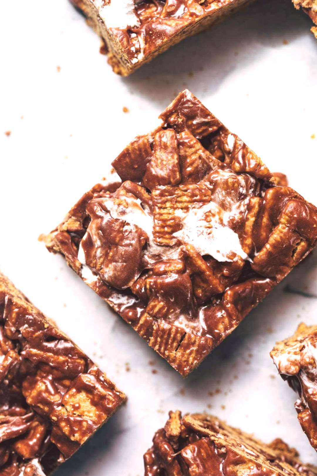 Golden Grahams Bars! Crunchy, chocolatey, and made with just FIVE ingredients. Even better its no