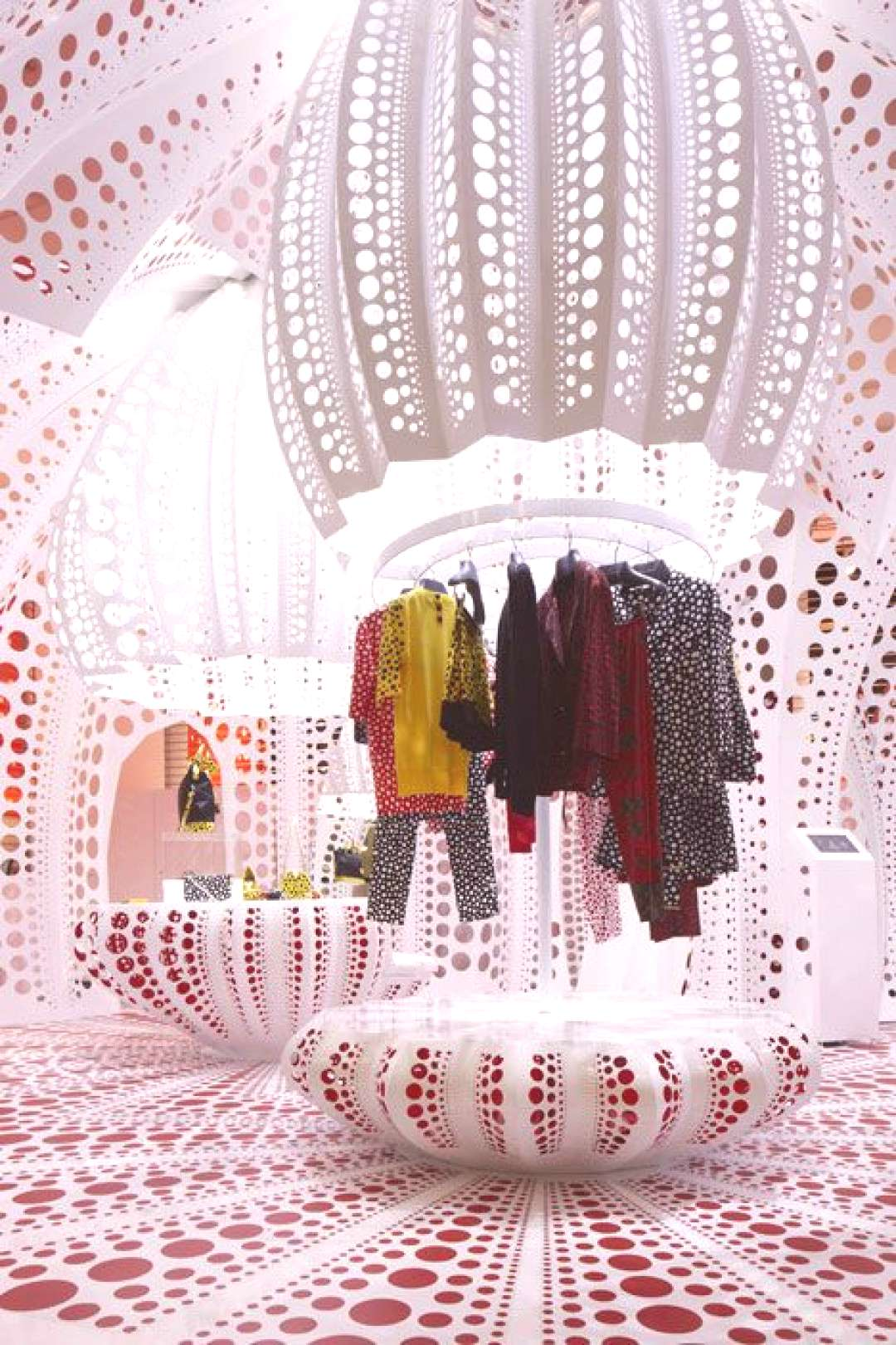 Louis Vuitton and Kusama concept store at Selfridges - Im not big on LV stuff, but I LOVE that the