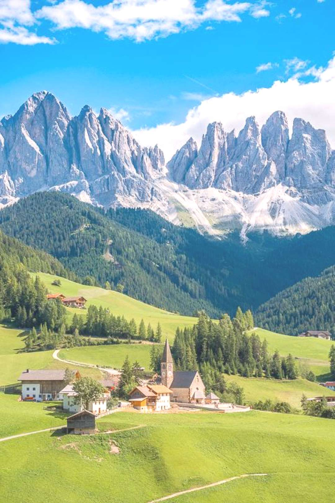 Want to see the Dolomites? Here is a one-week itinerary in the Dolomites of Italy that will make su